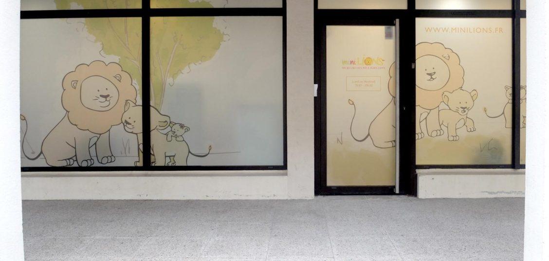 minilions creche versailles devanture porte